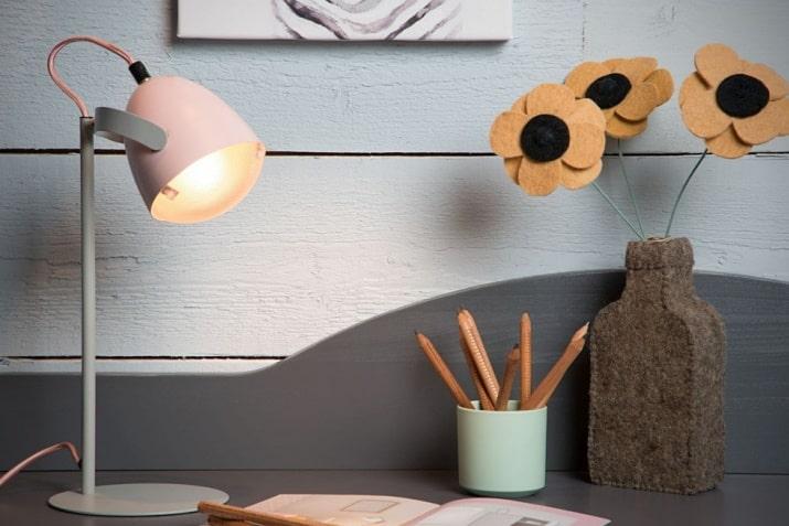 Różowa lampka biurkowa Renger dla dziewczynki