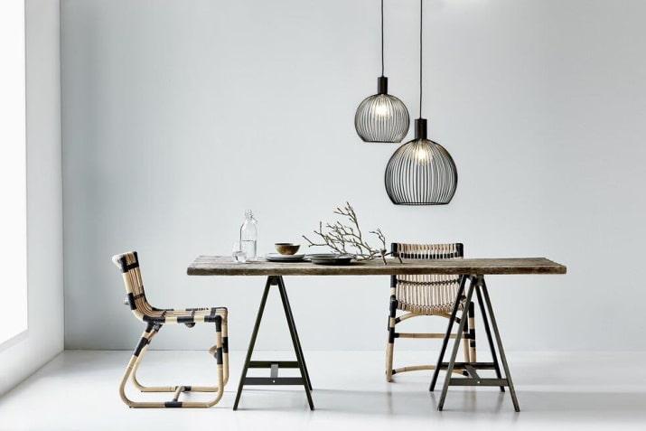 Duża czarna lampa druciana wisząca Aver nad stół