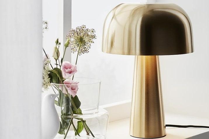 Mosiężna lampa stołowa Blancka do wnętrz glamour