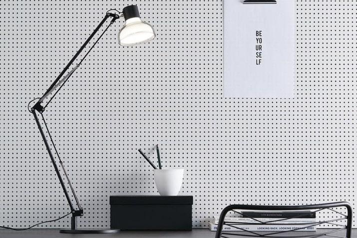 Czarna regulowana lampa biurkowa Jock LED