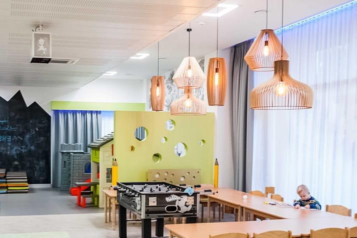 Duża lampa ze sklejki Goblet do salonu, jadalni i recepcji
